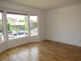 Photo 4: 3613 42A Avenue in Edmonton: Zone 29 House for sale : MLS®# E4253815