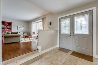 Photo 2: 7 WOODGREEN Crescent SW in Calgary: Woodlands Detached for sale : MLS®# C4245286