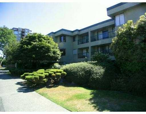 "Main Photo: 105 1790 W 10TH Avenue in Vancouver: Fairview VW Condo for sale in ""BALAYRE VILLA"" (Vancouver West)  : MLS®# V656163"