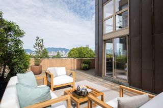 """Photo 3: 403 1529 W 6TH Avenue in Vancouver: False Creek Condo for sale in """"WSIX"""" (Vancouver West)  : MLS®# R2620601"""