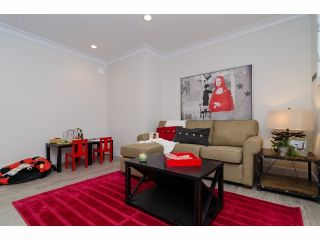 Photo 17: 4754 CAMBRIDGE Street in Burnaby: Capitol Hill BN House for sale (Burnaby North)  : MLS®# V1083736