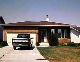 Main Photo: 39 ALLENDALE Drive in WINNIPEG: Fort Garry / Whyte Ridge / St Norbert Residential for sale (South Winnipeg)  : MLS®# 9815153