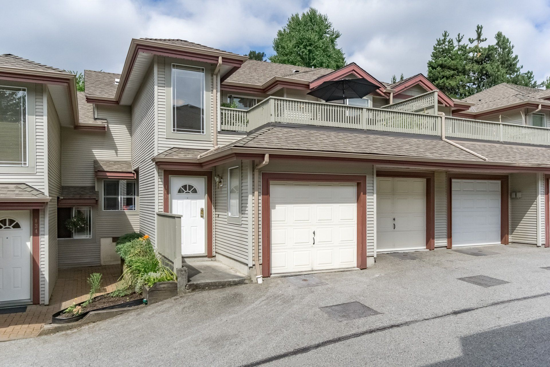 Main Photo: : Townhouse for sale : MLS®# R2191846