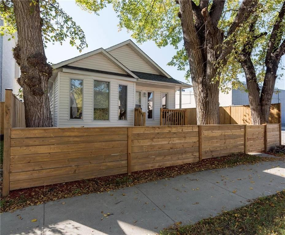 Main Photo: 216 Kimberly Avenue in Winnipeg: East Kildonan Residential for sale (3D)  : MLS®# 202123858