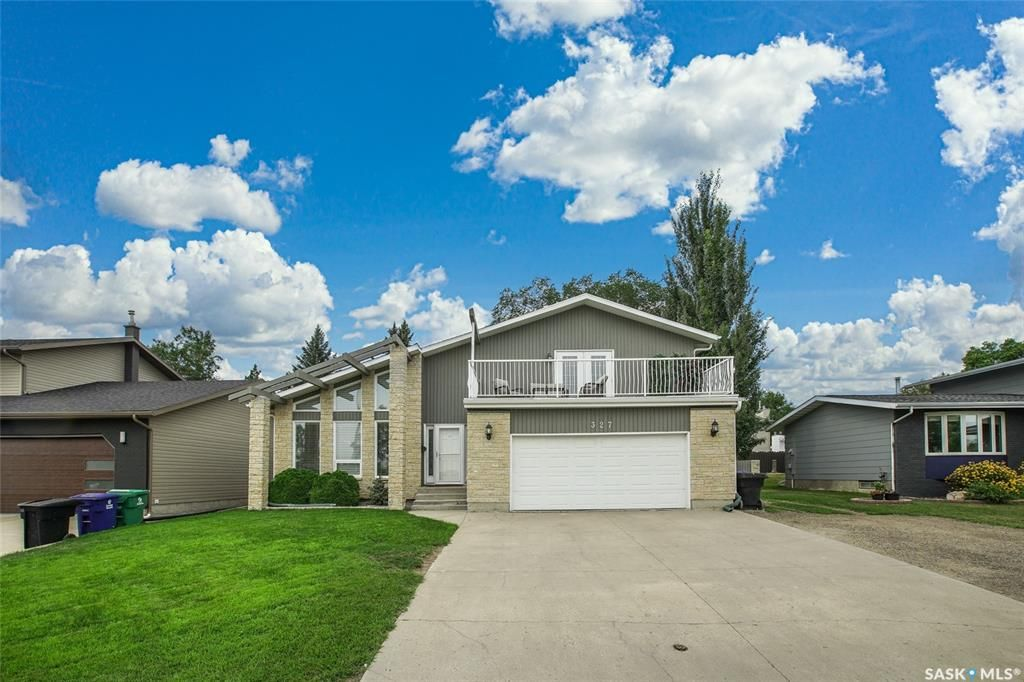 Main Photo: 327 Whiteswan Drive in Saskatoon: Lawson Heights Residential for sale : MLS®# SK870005