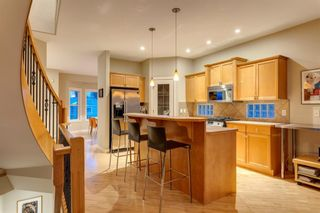 Photo 9: 810 21 Avenue NW in Calgary: Mount Pleasant Detached for sale : MLS®# A1016102