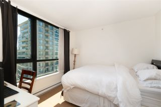 """Photo 12: 2208 928 HOMER Street in Vancouver: Yaletown Condo for sale in """"Yaletown Park"""" (Vancouver West)  : MLS®# R2373790"""