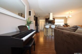 Photo 3: 414 Witney Avenue North in Saskatoon: Mount Royal SA Residential for sale : MLS®# SK852798