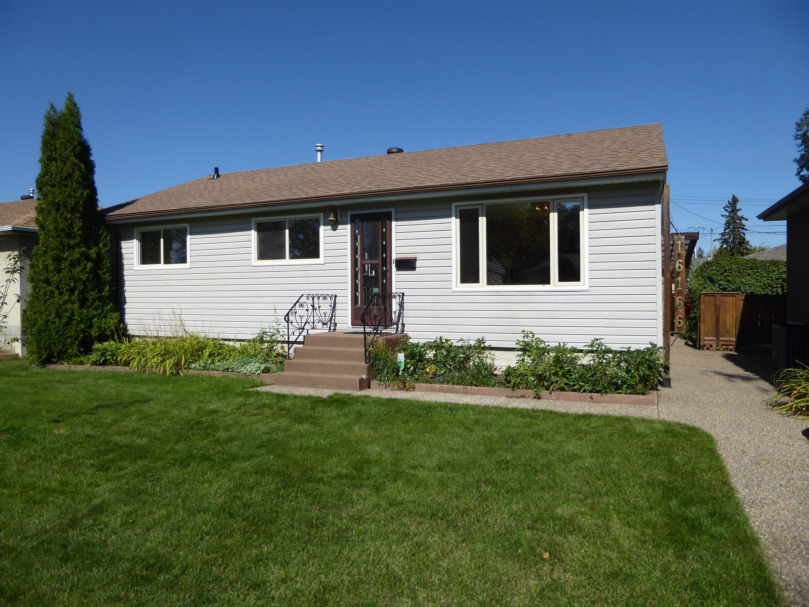 Main Photo: 16166 107A Avenue in Edmonton: Zone 21 House for sale : MLS®# E4262856