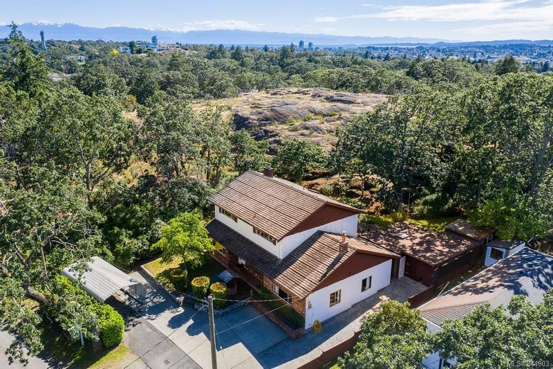 FEATURED LISTING: 3350 Maplewood Rd Saanich