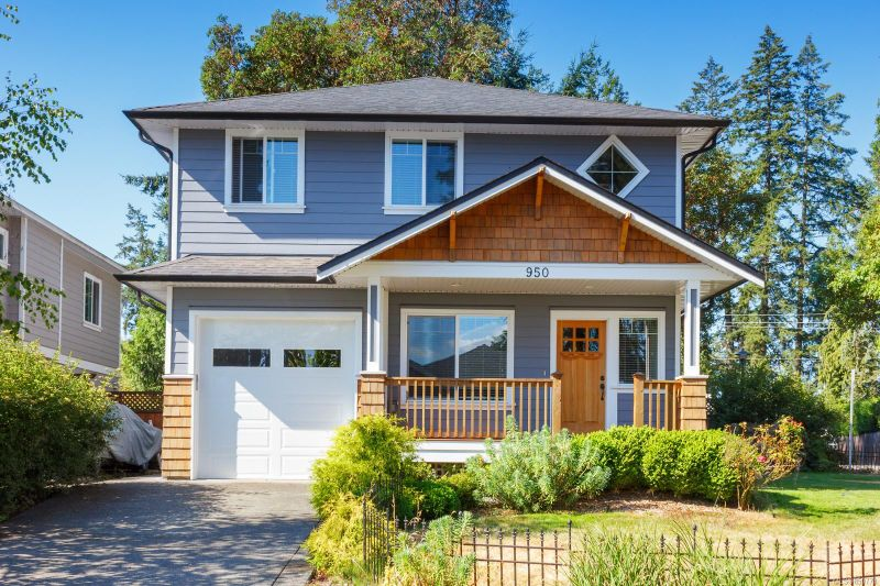 FEATURED LISTING: 950 Colbourne Gdns