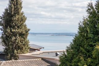 """Photo 15: 14342 SUNSET Drive: White Rock House for sale in """"White Rock Beach"""" (South Surrey White Rock)  : MLS®# R2590689"""