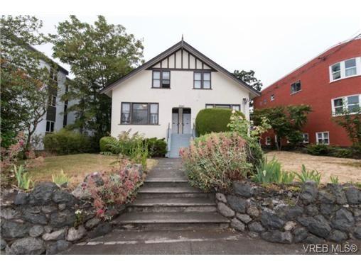 Main Photo: 2440 Quadra St in VICTORIA: Vi Central Park Quadruplex for sale (Victoria)  : MLS®# 735330