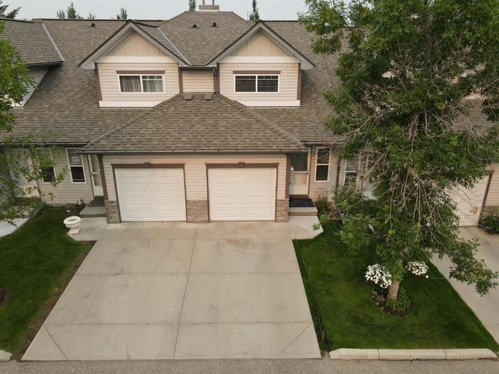Main Photo: 57 Millview Green SW in Calgary: Millrise Row/Townhouse for sale : MLS®# A1135265