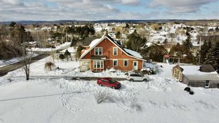Photo 2: 306 Town Road in Falmouth: 403-Hants County Residential for sale (Annapolis Valley)  : MLS®# 202102892