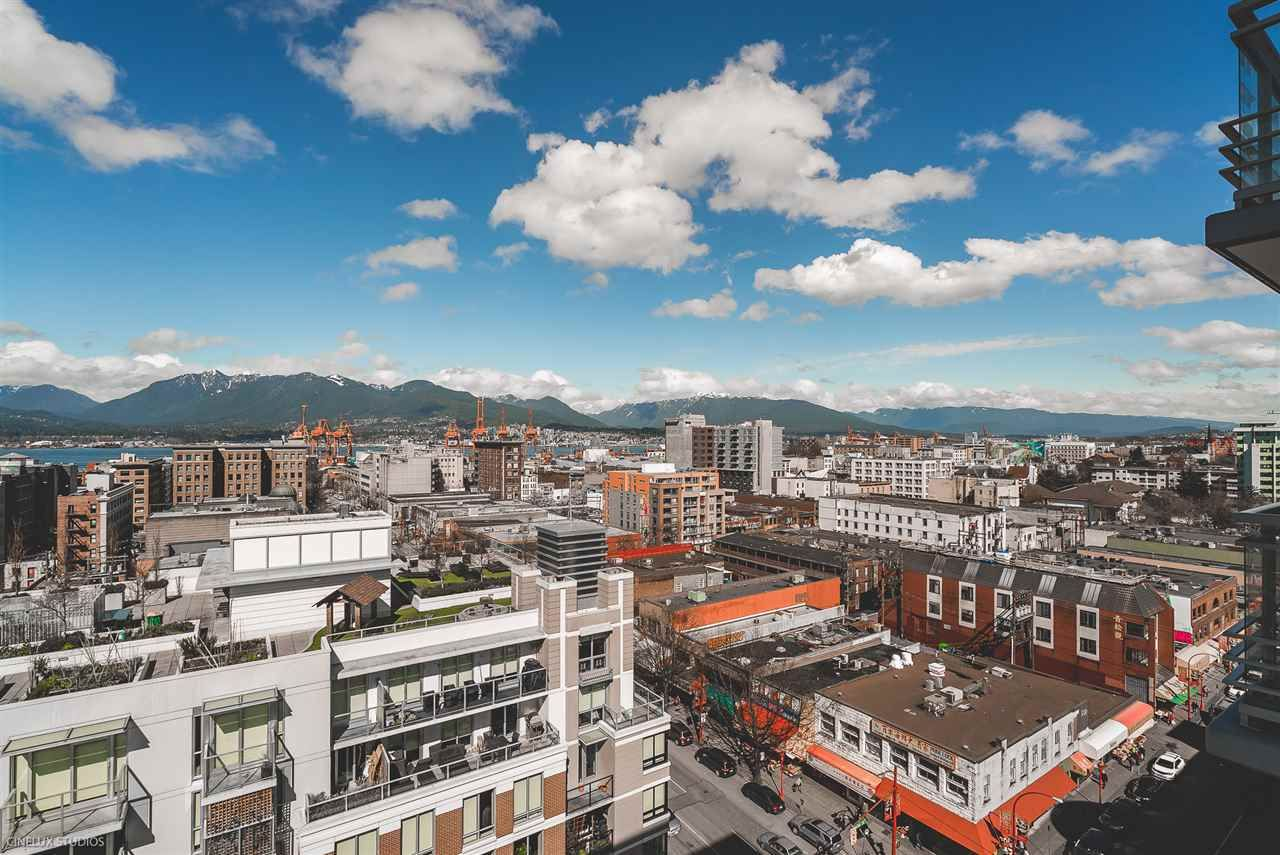 """Photo 5: Photos: 1806 188 KEEFER Street in Vancouver: Downtown VE Condo for sale in """"188 KEEFER"""" (Vancouver East)  : MLS®# R2257646"""