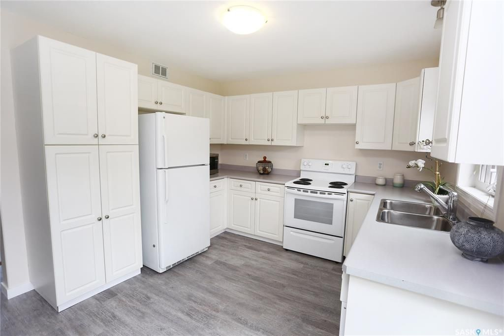 Photo 9: Photos: 131B 113th Street West in Saskatoon: Sutherland Residential for sale : MLS®# SK778904