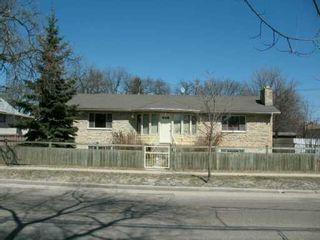 Photo 2: 623 MUNROE Avenue in WINNIPEG: East Kildonan Single Family Detached for sale (North East Winnipeg)  : MLS®# 2705491