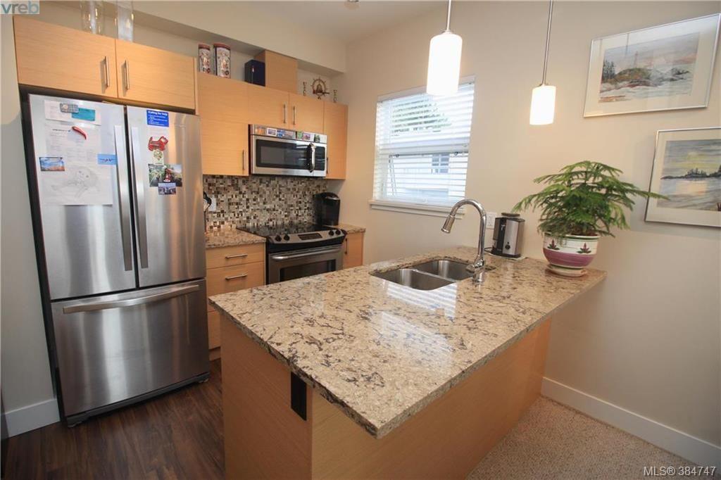 Main Photo: 404 935 Cloverdale Ave in VICTORIA: SE Quadra Condo for sale (Saanich East)  : MLS®# 773366