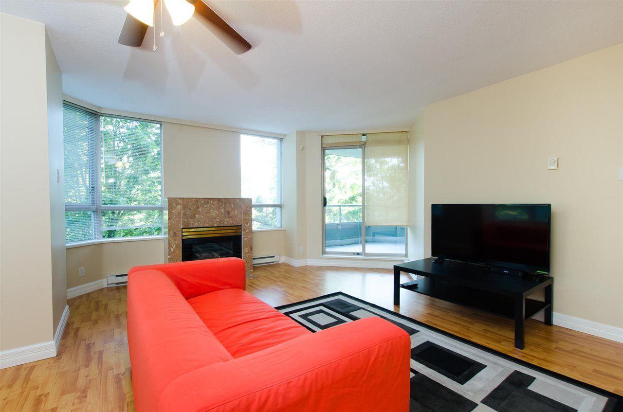Photo 3: Photos: 304 10082 148 STREET in Surrey: Guildford Condo for sale (North Surrey)  : MLS®# R2152962