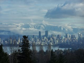"""Main Photo: 603 2580 TOLMIE Street in Vancouver: Point Grey Condo for sale in """"POINT GREY PLACE"""" (Vancouver West)  : MLS®# R2623710"""