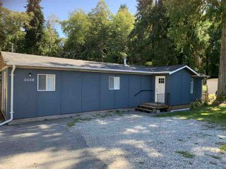 Photo 2: 5608 WAKEFIELD Road in Sechelt: Sechelt District Manufactured Home for sale (Sunshine Coast)  : MLS®# R2492795