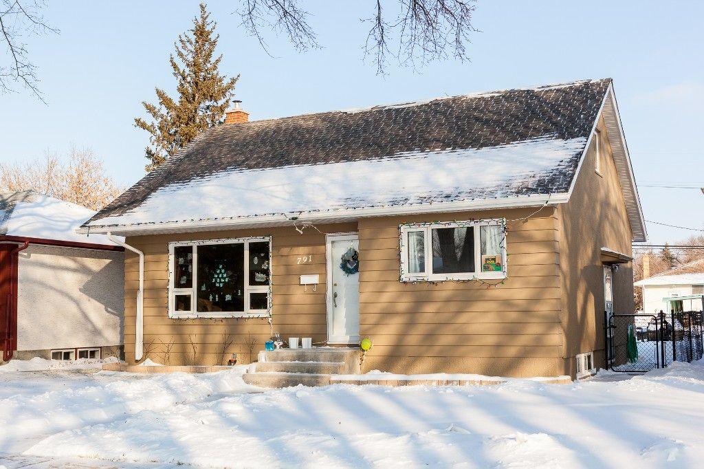 Main Photo: 791 Lansdowne Avenue in Winnipeg: West Kildonan / Garden City Single Family Detached for sale (North West Winnipeg)  : MLS®# 1429047