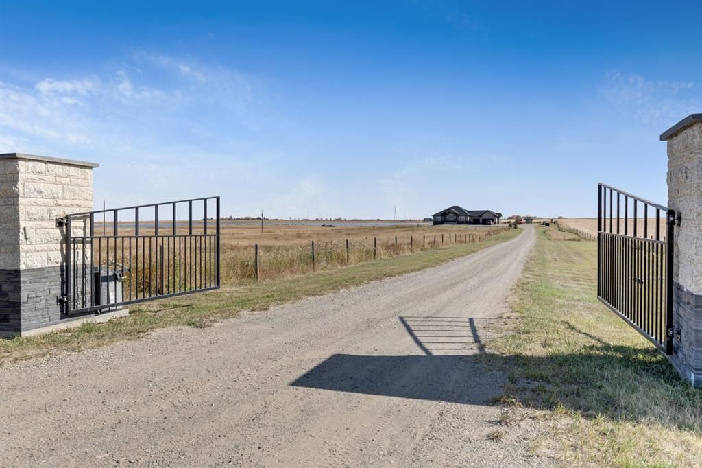 Main Photo: 322012 176 Street: Rural Foothills County Detached for sale : MLS®# A1037159