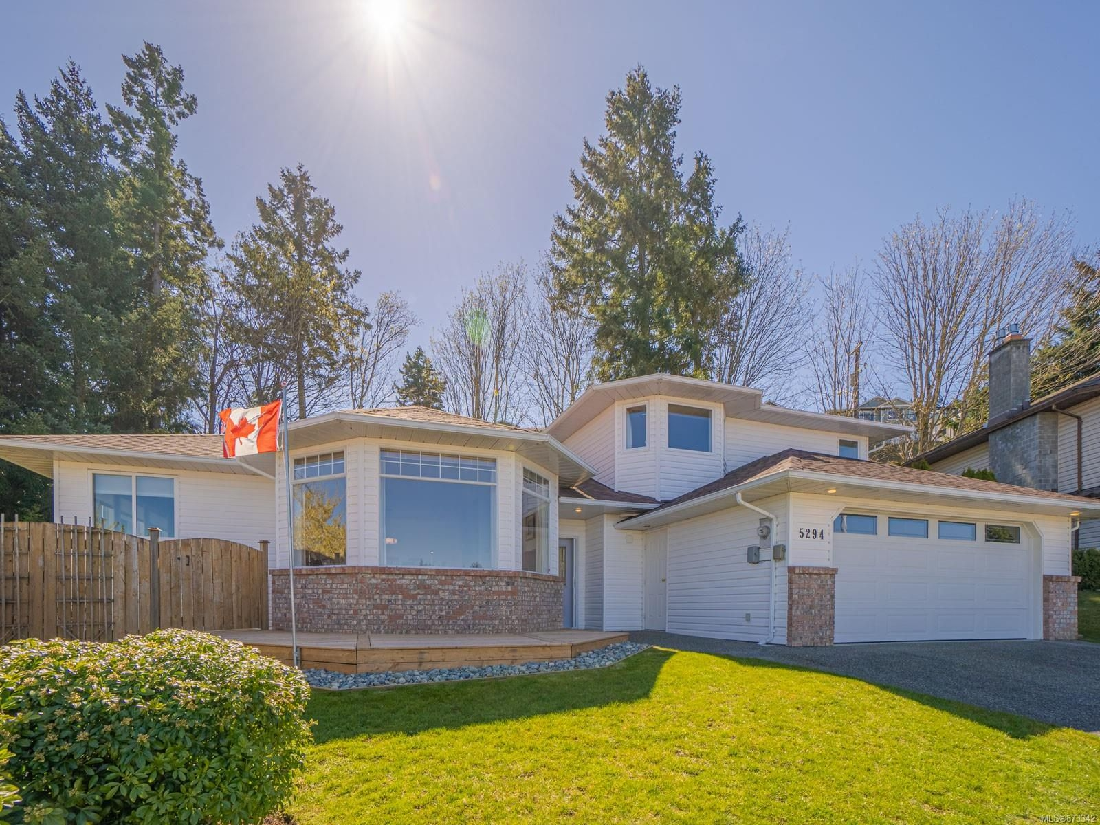 Photo 3: Photos: 5294 Catalina Dr in : Na North Nanaimo House for sale (Nanaimo)  : MLS®# 873342