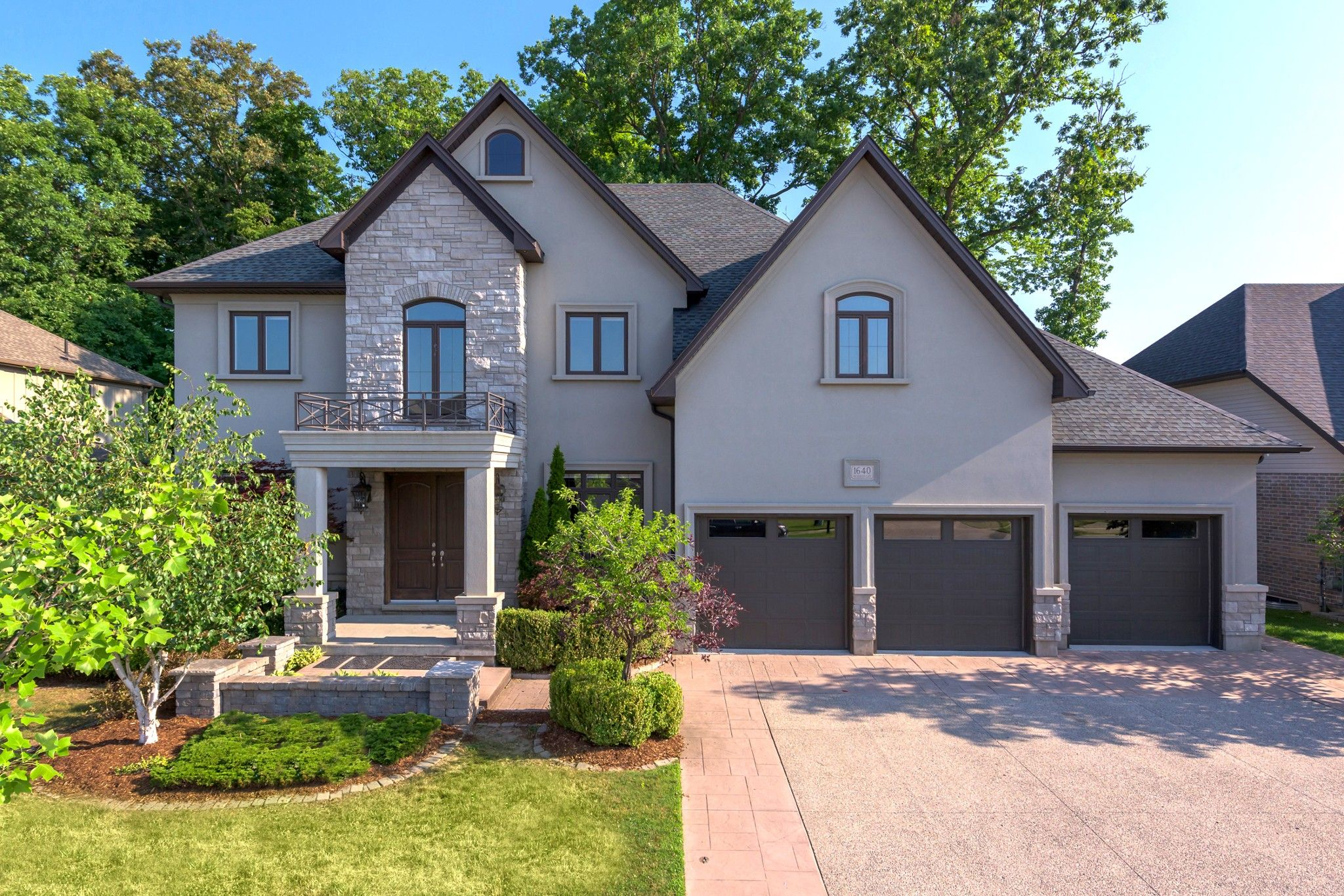 Main Photo: 1640 WICKERSON Gate in London: Property for sale : MLS®# 271785
