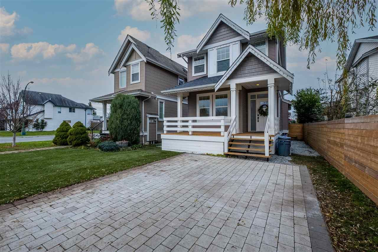 Main Photo: 34711 5TH Avenue in Abbotsford: Poplar House for sale : MLS®# R2521570