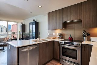 """Photo 2: 505 125 COLUMBIA Street in New Westminster: Downtown NW Condo for sale in """"NORTHBANK"""" : MLS®# R2158737"""