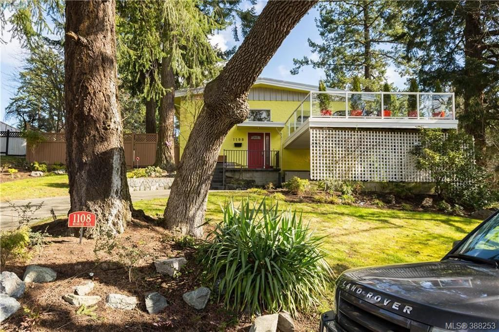 Main Photo: 1108 McBriar Ave in VICTORIA: SE Lake Hill House for sale (Saanich East)  : MLS®# 780264