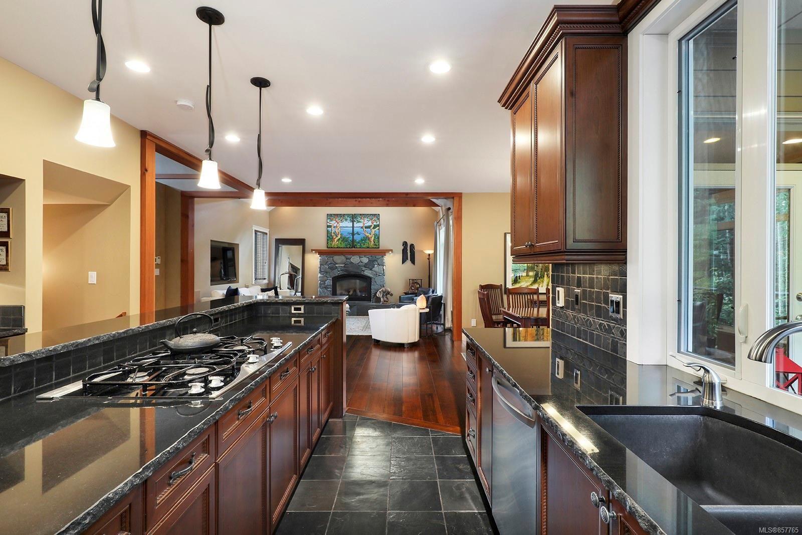 Photo 19: Photos: 1516 Highridge Dr in : CV Comox (Town of) House for sale (Comox Valley)  : MLS®# 857765