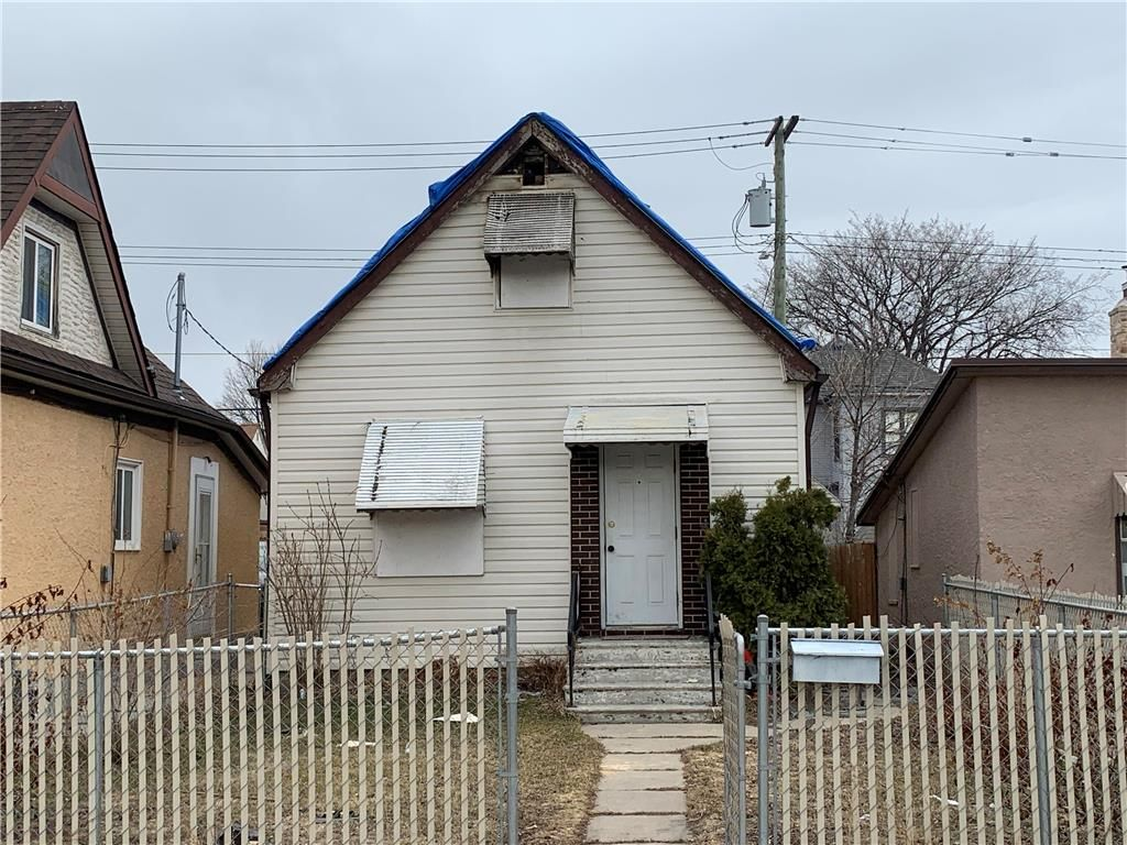 Main Photo: 653 Boyd Avenue in Winnipeg: North End Residential for sale (4A)  : MLS®# 202107334