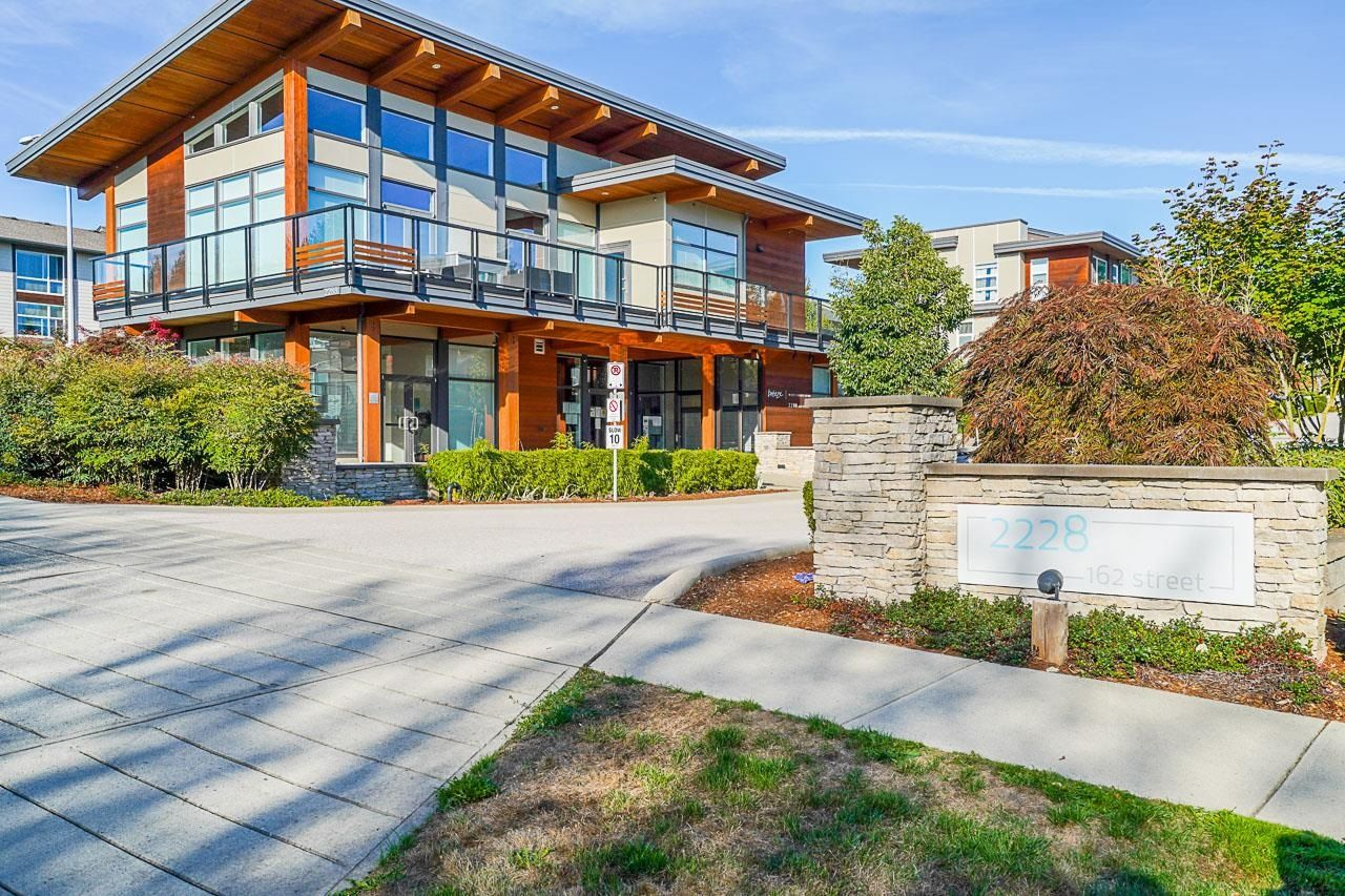 """Main Photo: 160 2228 162 Street in Surrey: Grandview Surrey Townhouse for sale in """"Breeze"""" (South Surrey White Rock)  : MLS®# R2612887"""