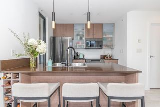 """Photo 4: 604 909 MAINLAND Street in Vancouver: Yaletown Condo for sale in """"YAELTOWN PARK II"""" (Vancouver West)  : MLS®# R2617490"""