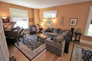 Photo 3: 335 PINE Street in New Westminster: Queens Park House for sale : MLS®# R2202054