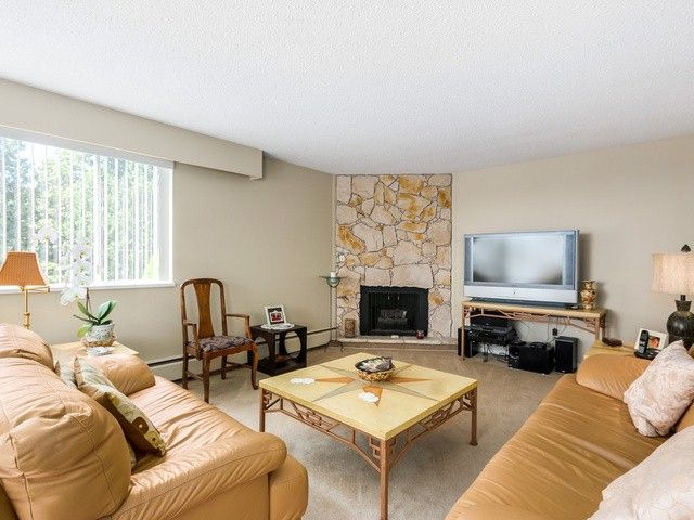 """Photo 3: Photos: 203 15010 ROPER Avenue: White Rock Condo for sale in """"Baycrest"""" (South Surrey White Rock)  : MLS®# F1417713"""