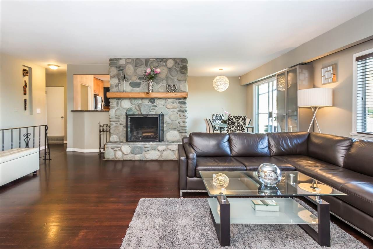 Main Photo: 1103 CLOVERLEY STREET in North Vancouver: Calverhall House for sale : MLS®# R2096309