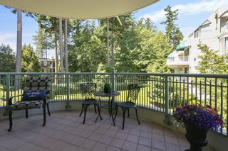 """Photo 8: 207 1725 MARTIN Drive in Surrey: Sunnyside Park Surrey Condo for sale in """"Southwynde by Bosa Construction"""" (South Surrey White Rock)  : MLS®# R2589196"""