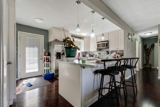 Photo 11: 739 64 Avenue NW in Calgary: Thorncliffe Detached for sale : MLS®# A1086538