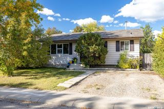 Photo 3: 206 Michener Crescent in Saskatoon: Pacific Heights Residential for sale : MLS®# SK870716