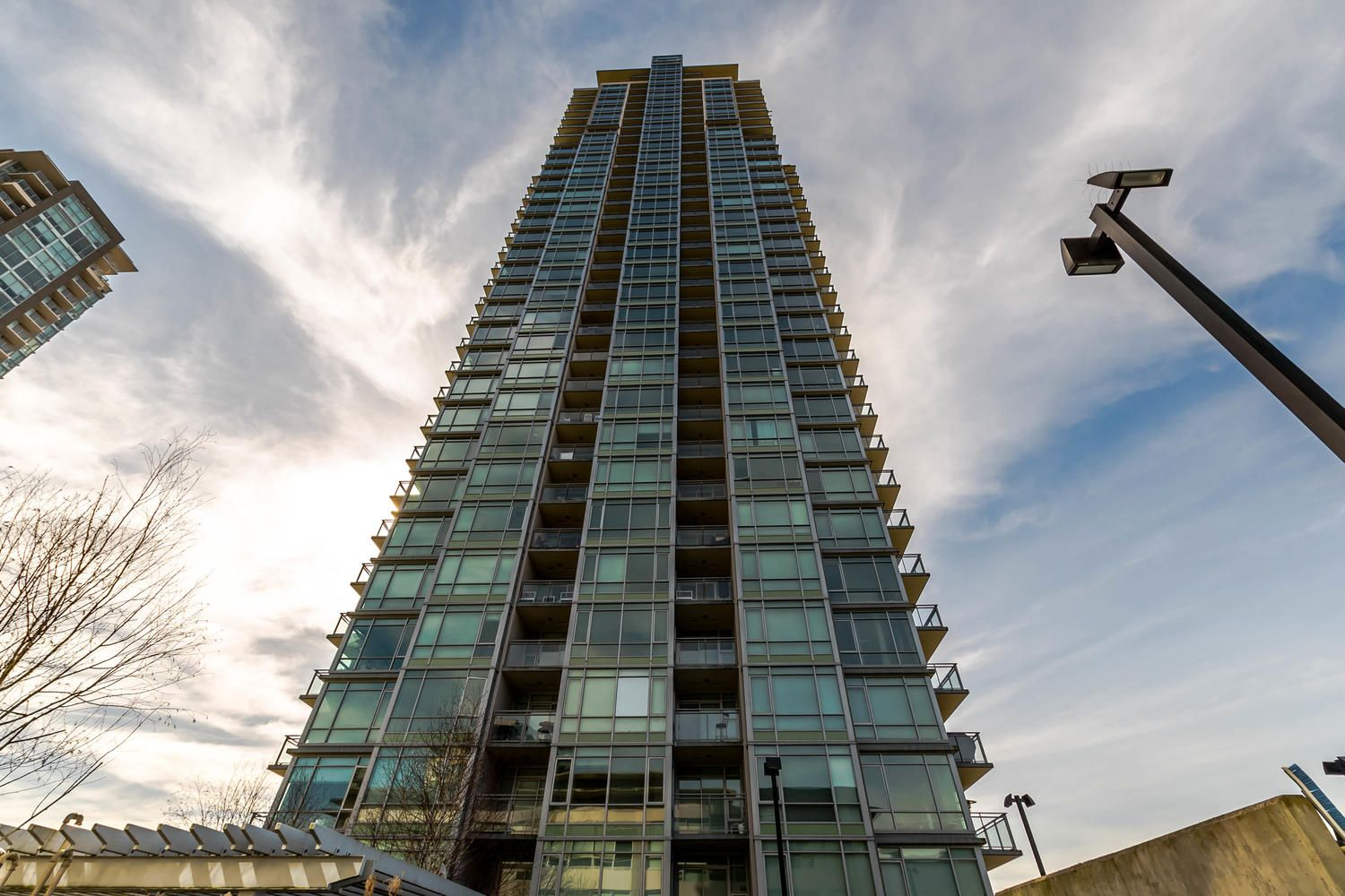 """Main Photo: 2009 2955 ATLANTIC Avenue in Coquitlam: North Coquitlam Condo for sale in """"OASIS BY ONNI"""" : MLS®# R2246938"""