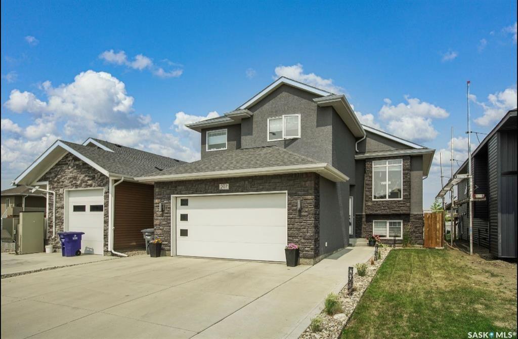 Main Photo: 207 Bentley Court in Saskatoon: Kensington Residential for sale : MLS®# SK863575