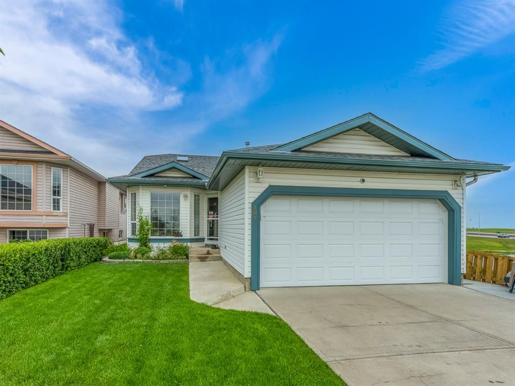 Main Photo: 101 Appleside Close SE in Calgary: Applewood Park Detached for sale : MLS®# A1128476