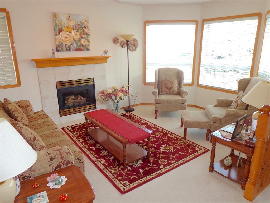 Photo 3: Photos: 77 Dumas Crescent: Red Deer Detached for sale : MLS®# A1135546