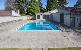 """Photo 18: 6109 GREENSIDE Drive in Surrey: Cloverdale BC Townhouse for sale in """"Greenside Estates"""" (Cloverdale)  : MLS®# R2264200"""