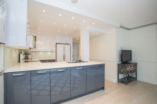 """Photo 5: 702 1270 ROBSON Street in Vancouver: West End VW Condo for sale in """"ROBSON GARDENS"""" (Vancouver West)  : MLS®# R2534930"""