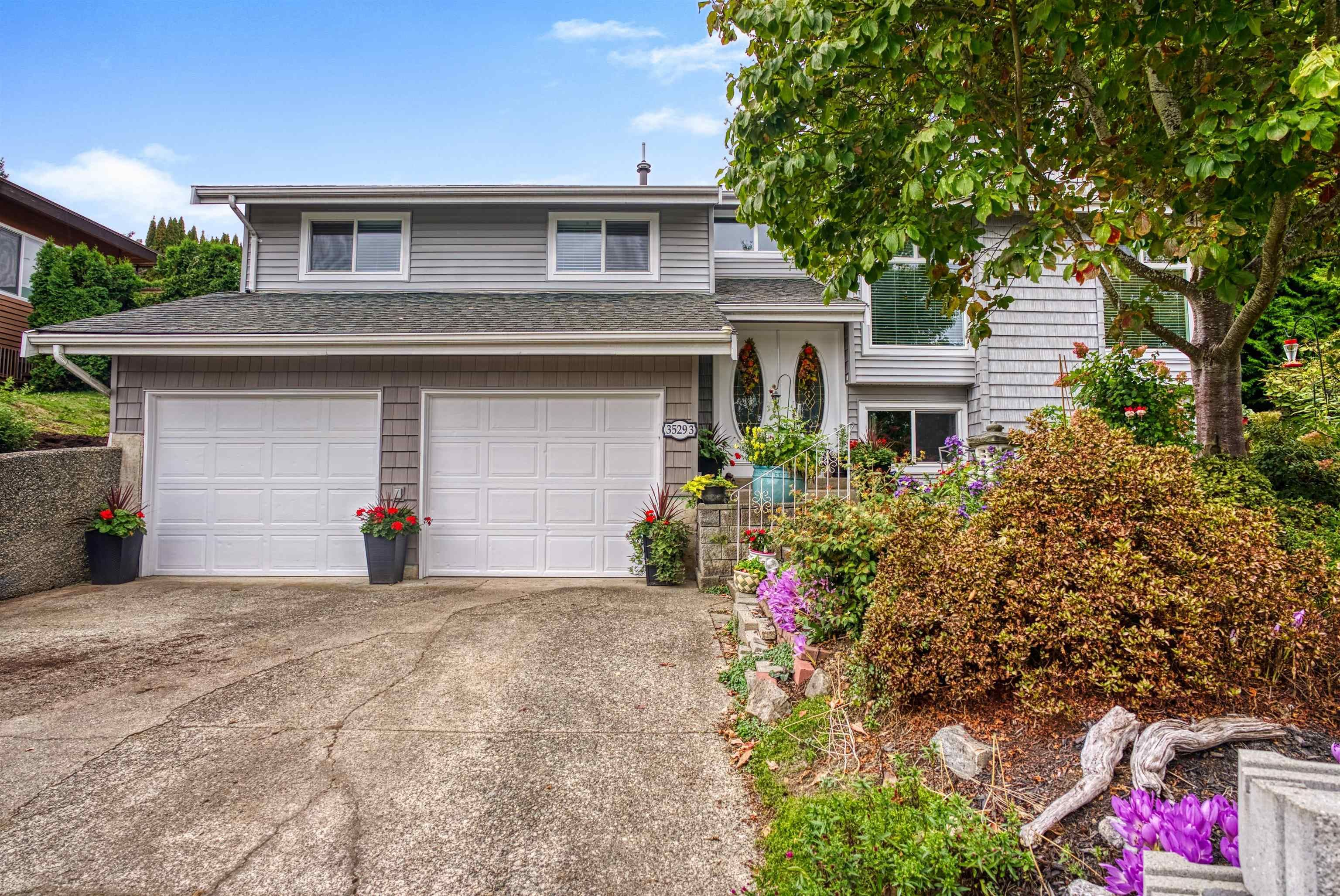 Main Photo: 35293 KNOX Crescent in Abbotsford: Abbotsford East House for sale : MLS®# R2619890